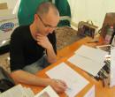 Il fantastico Claudio Casini mentre disegna. http://www.claudiocasiniart.com/